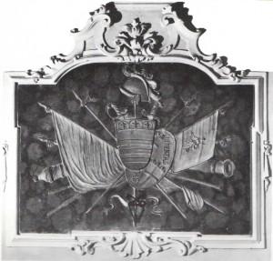 Stemma in stucco del Sodalizio, con bandiera, stendardo, raffigurante la giustizia, armi e il trofeo delle chiavi della città di Imola.